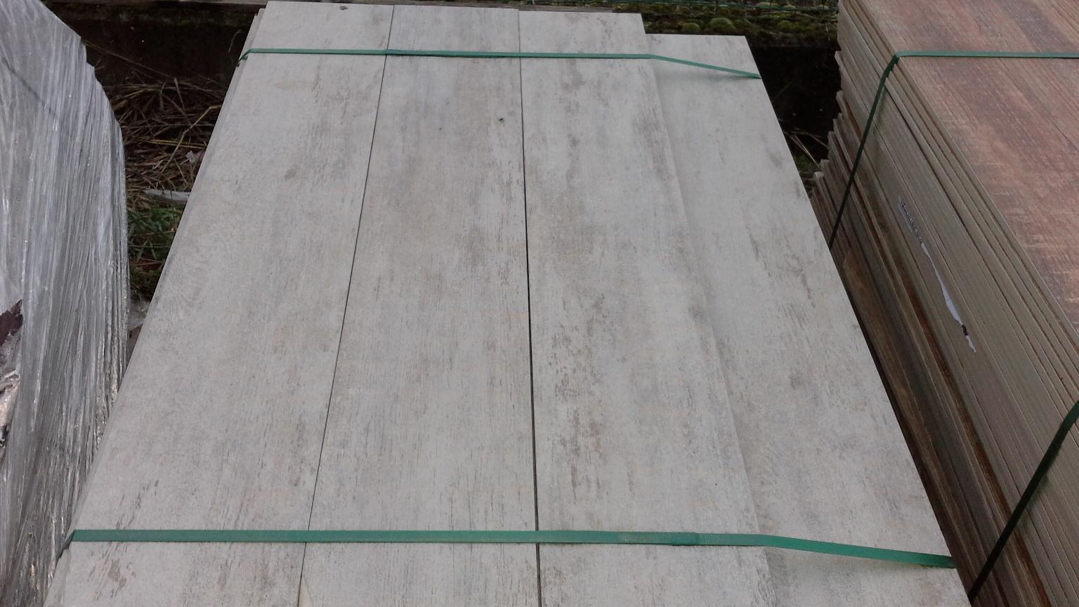 Stock piastrelle effetto legno fioriera con grigliato - Stock piastrelle fallimenti ...